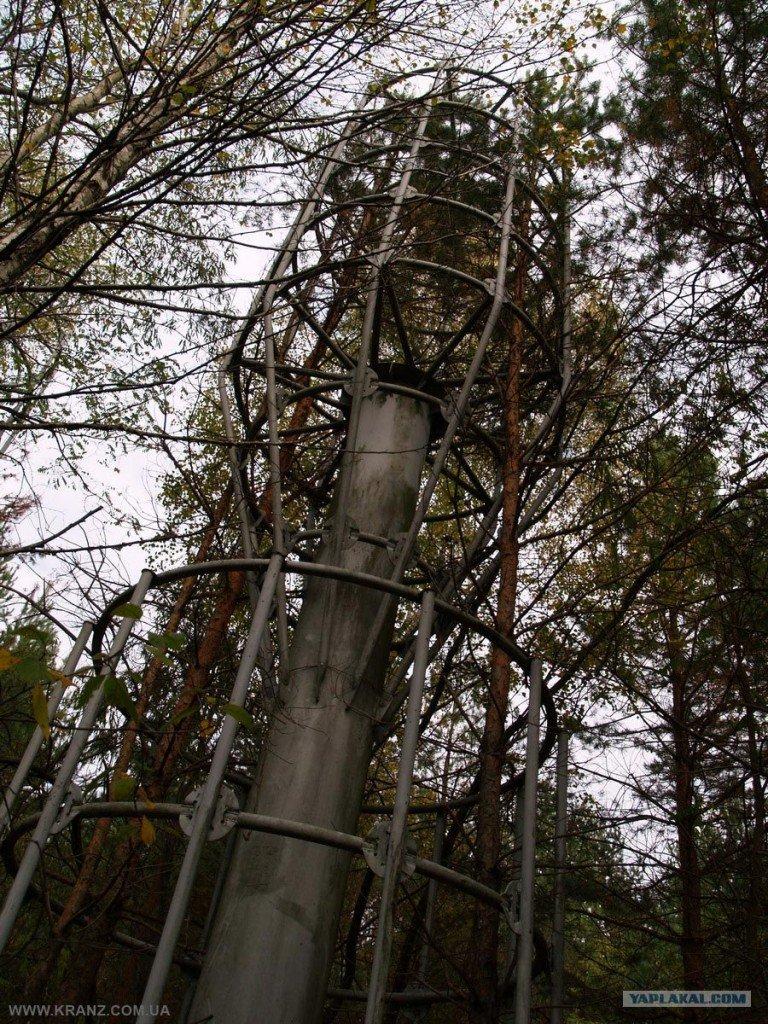 Antena cilíndrica de la estación de sondeo ionosférico