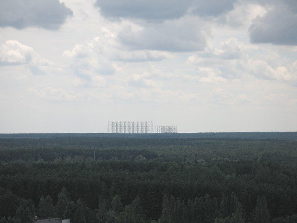 Paneles de antenas del sistema Duga-3 desde la distancia